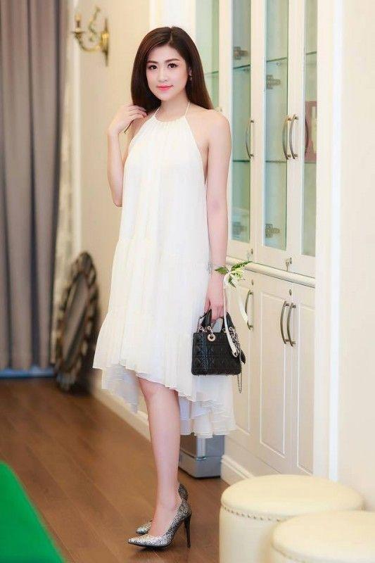 Váy maxi trắng cổ yếm