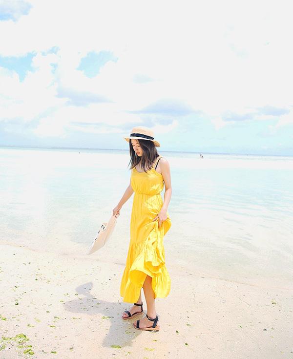 mặc váy maxi đi biển