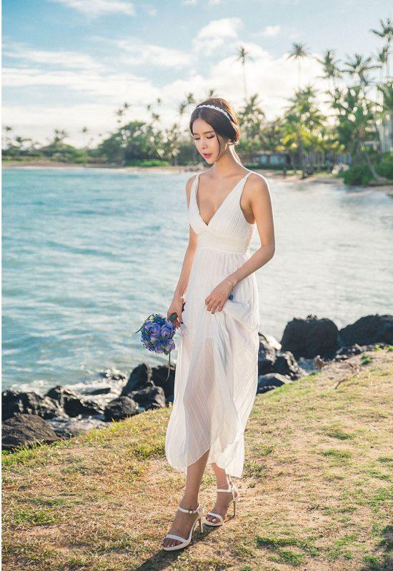 Chọn váy maxi đi biển dành cho cô nàng chân ngắn dựa theo kiểu dàng