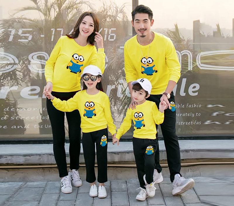 áo nỉ gia đình màu vàng