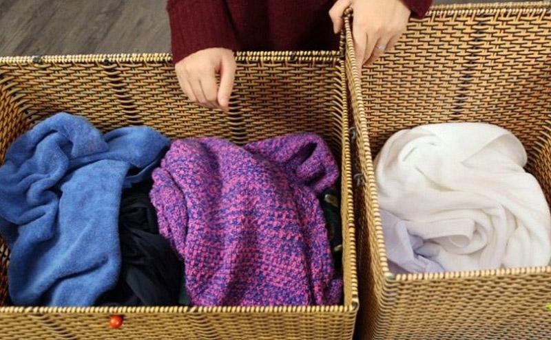 Cần phân loại đồ len có màu và màu trắng trước khi giặt