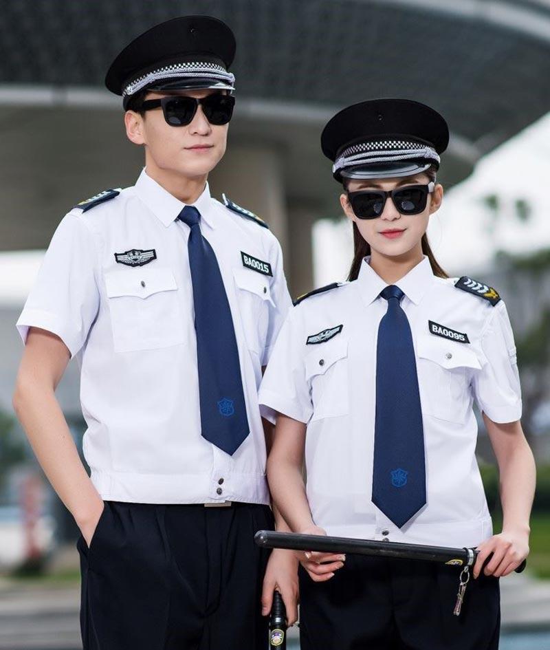Đồng phục bảo vệ mùa hè ngắn tay với áo màu trắng cùng quần âu tối màu