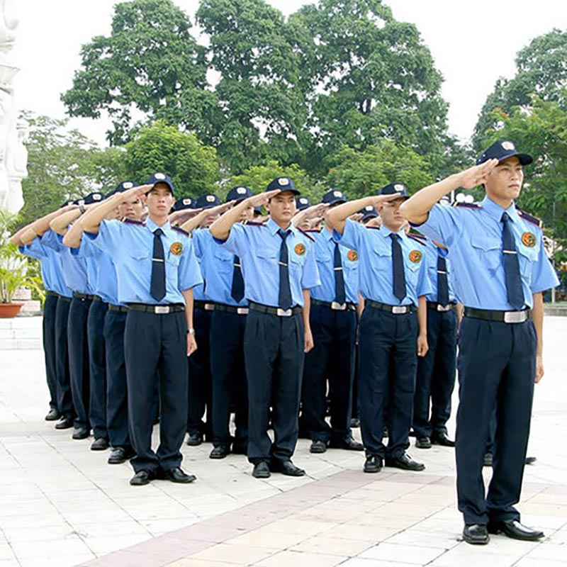 Đồng phục bảo vệ theo hơi hướng quân đội, cảnh sát