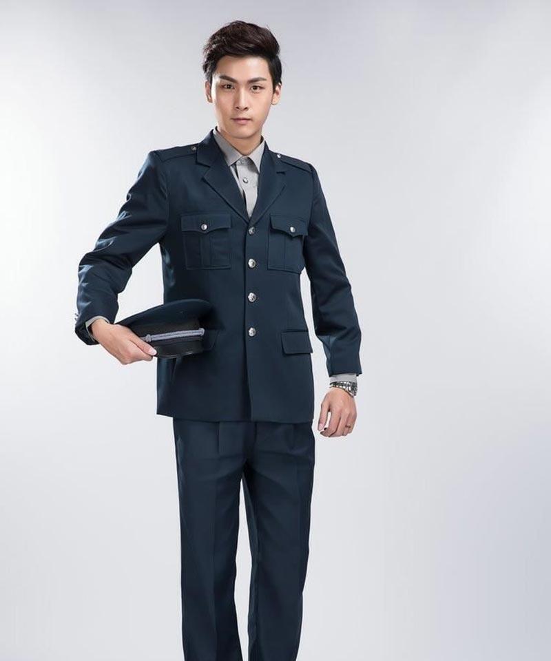 Mẫu đồng phục mùa đông với áo vest khoác ngoài