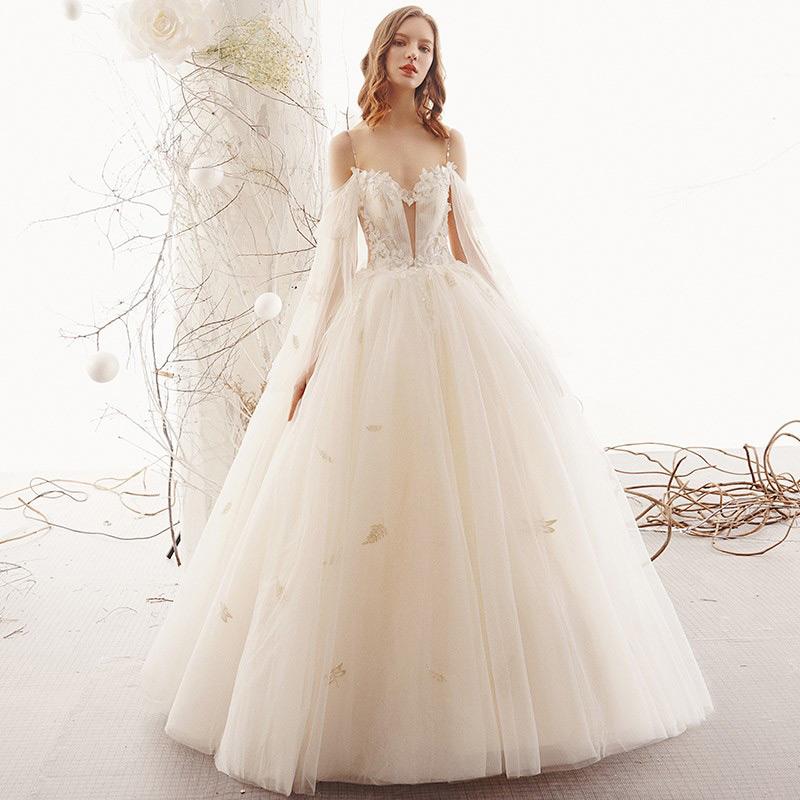 Mẫu váy cưới lỗng lẫy, yêu kiều sử dụng vải voan