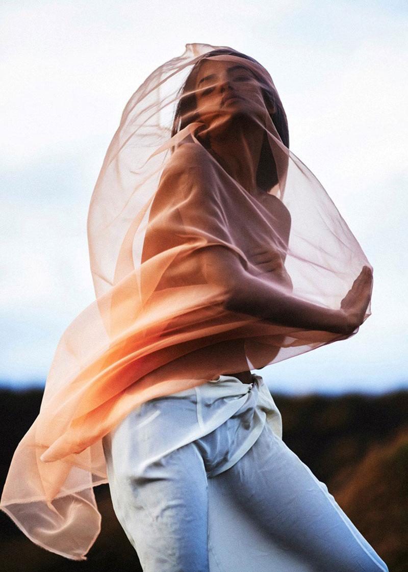 Vải voan có độ bồng bềnh, nhẹ nhàng, trang nhã