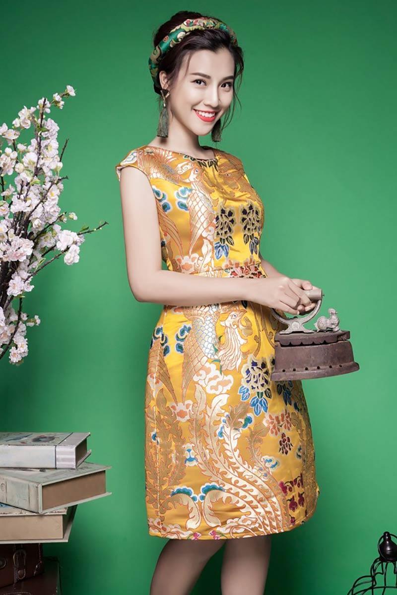 Trang phục được làm từ vải gấm lên form rất đẹp