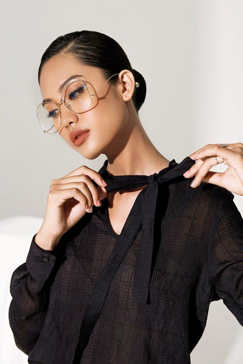 Cách thắt nơ áo đồng phục kiểu truyền thống rất dễ thực hiện, tính ứng dụng cao