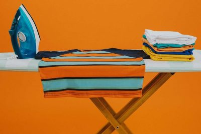 cách ủi quần áo bằng bàn ủi hơi nước