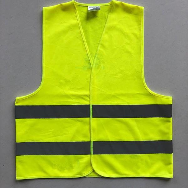 Áo gile thường màu vàng không có mắt lưới hay được sử dụng tại các công trường xây dựng