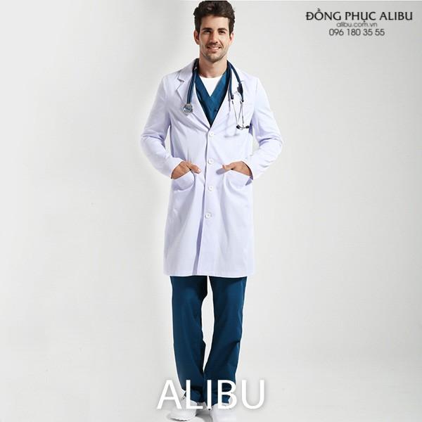Áo blouse bác sĩ tay dài màu trắng toát lên vẻ đẹp uy nghiêm, truyền thống