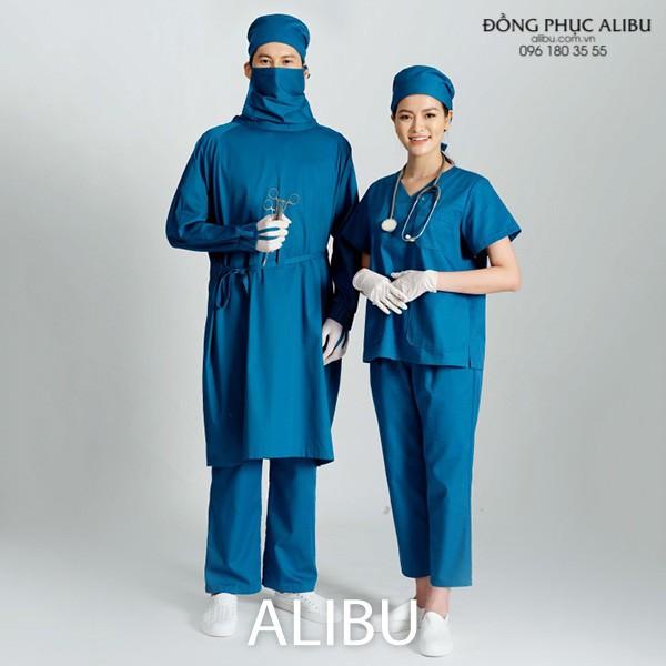 Đồng phục y tế cũng giúp các y, bác sĩ an tâm hơn vì được trang phục này bảo vệ khá chu đáo