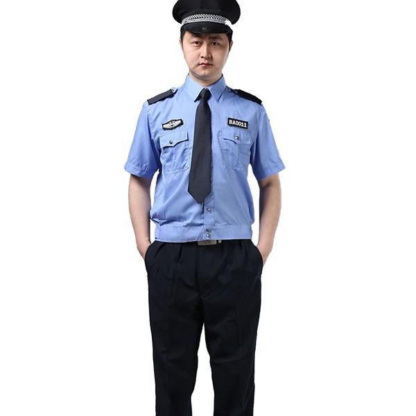 quần áo bảo vệ màu xanh là thiết kế được rất nhiều công ty chọn lựa làm đồng phục cho các bảo vệ