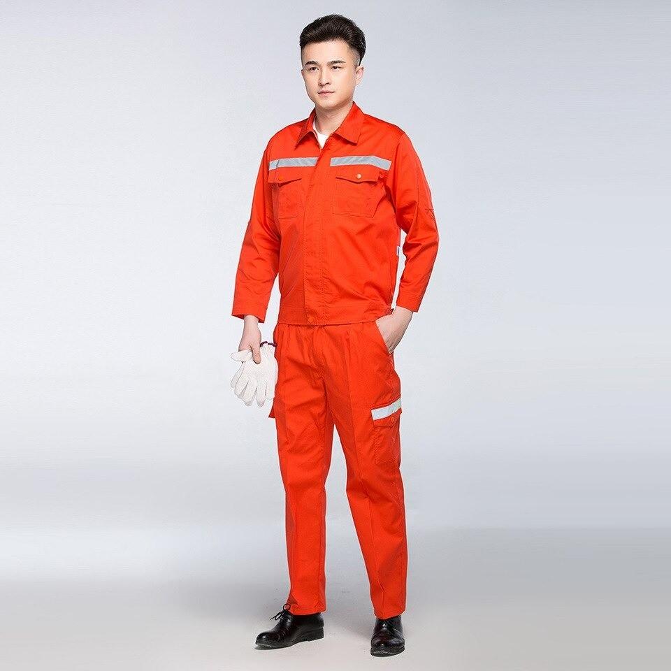 Mẫu đồng phục kỹ sư điện dễ dàng nhận diện từ xa với màu cam đặc trưng.
