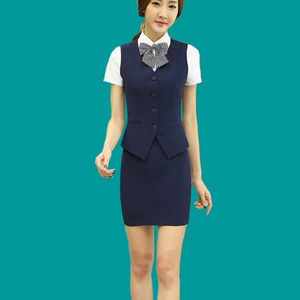 Kiểu sơ mi kết hợp chân váy là mẫu đồng phục lễ tân được nhiều khách sạn nổi tiếng lựa chọn